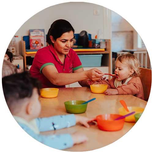 Kindernet met warme maaltijden